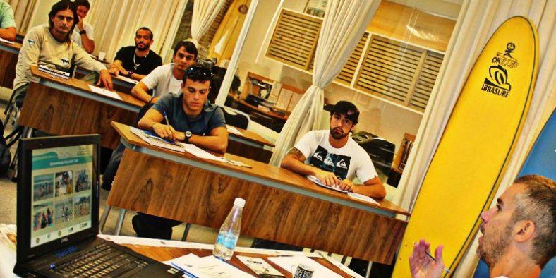 Instrutores de Surf e SUP qualificados e certificados!