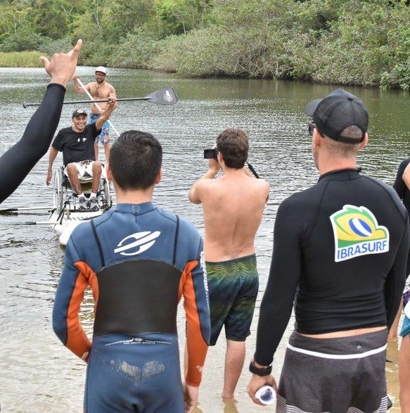Muita superação na aula prática - 20o Curso de Instrutores de SURF e SUP - Foto Henrique Tricca