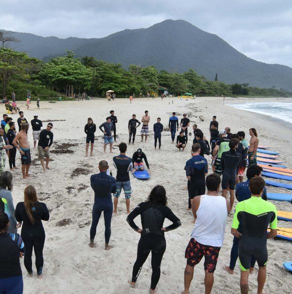 Aula prática SURF- 20o Curso de Instrutores de SURF e SUP - Foto Henrique Tricca