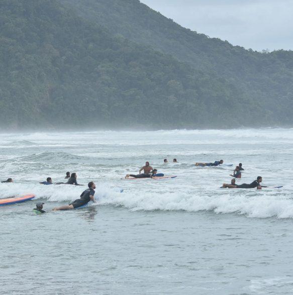Aula prática SURF - 20o Curso de Instrutores de SURF e SUP - Foto Henrique Tricca