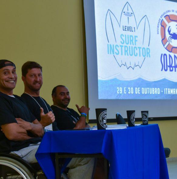 Aula teórica - 20o Curso de Instrutores de SURF e SUP - Foto Henrique Tricca