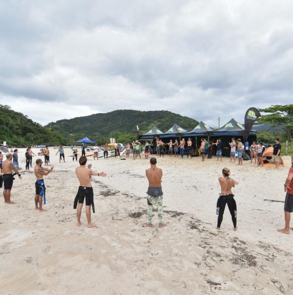 Aula prática - 20o Curso de Instrutores de SURF e SUP - Foto Henrique Tricca