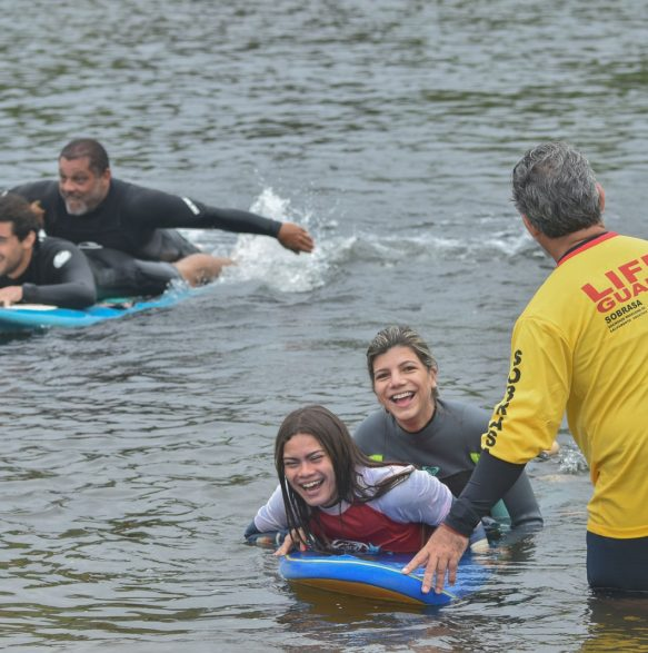 Treinamento aquático: Salvando um afogado no mar em diversos graus de consciência - Foto Henrique Tricca
