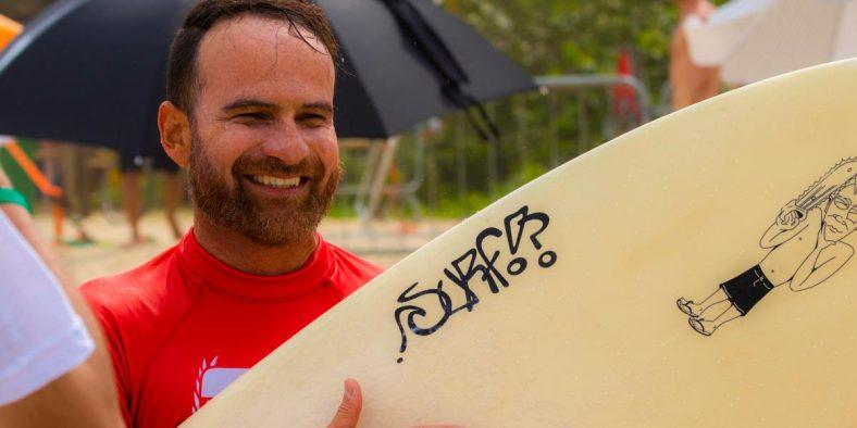 Dez anos depois do primeiro título, Maurício Duarte pode voltar a ser campeão paulista universitário de surf na categoria formados