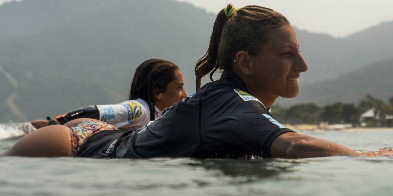 Uma surfista cheia de garra e sonhos, que carrega o esporte na alma e o leva até o pódio do Festival Brasileiro Universitário de Surf 2018